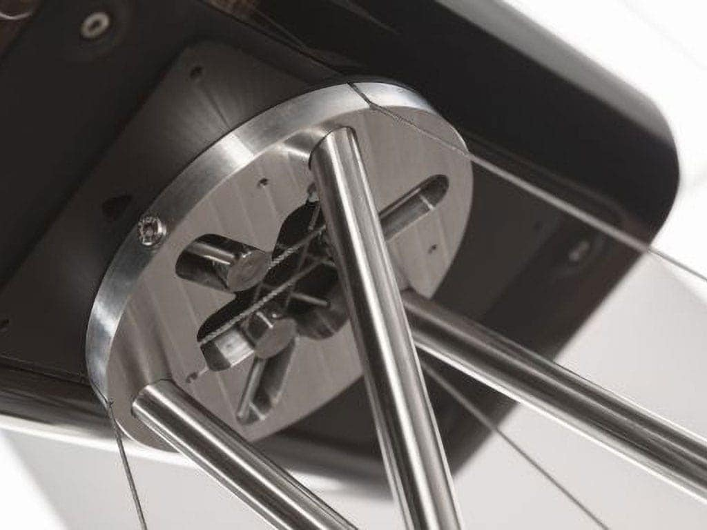 q-acoustic-concept-300-jalustan-kiinnitys